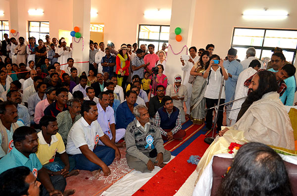 Sri Sri interacts with villagers at the community center