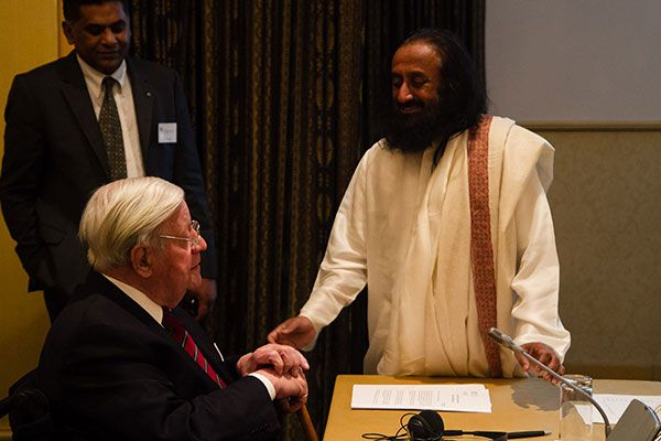 Sri Sri with German Chancellor Helmut Schmidt who convened the Interfaith Council