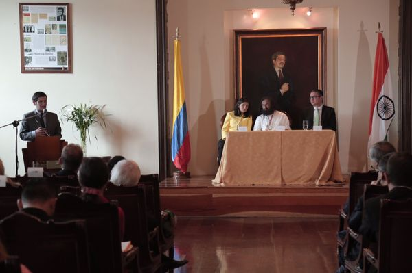 sri-sri-colombia-parliament-2
