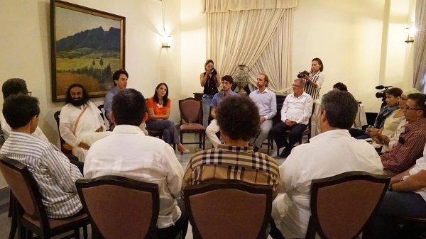 FARC meet with Sri Sri - Jun28-2015