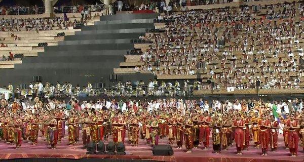 Perfectly synchronized 1700 Bharatnatyam Dancers at the