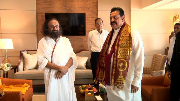 sri sri ravi shankar with former sri lankan president Mahinda Rajapaksa 2016