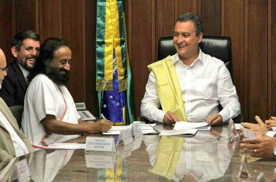 Brazil-Gurudev signs an MOU with Governor of Bahia, Brazil- Rui Costa to extend Art of Lviing programs for police officers and public schools