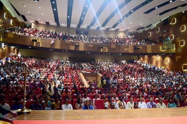 Sri Sri addresses 1200 professionals at Whitefield