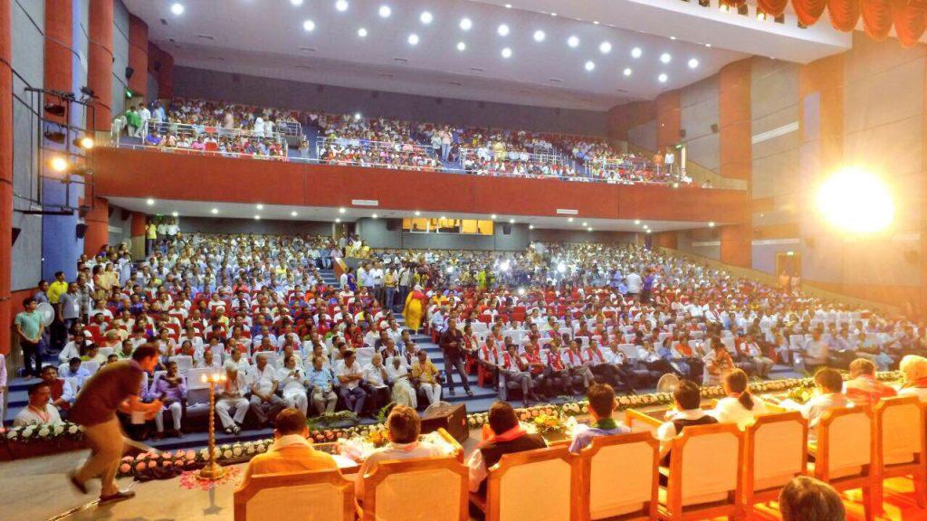 Sri-Sri-Ravi-Shankar-Strength-in-Diversity-North-East-conference-audience-left