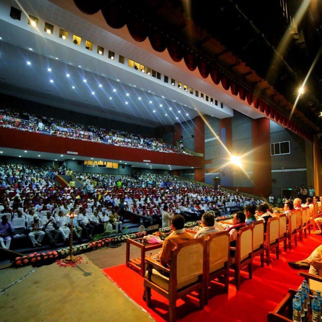 Sri-Sri-Ravi-Shankar-Strength-in-Diversity-North-East-conference-behind-stage-l