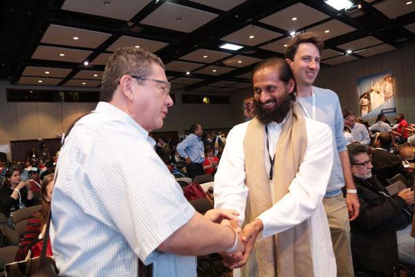 Swami Paramtej representing Sri Sri with Pablo Catatumbo former FARC negotiator